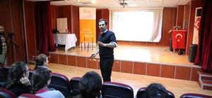 """Münazara Eğitmeni Yavuz Yiğit: """"İnsanlık için proje üretin"""""""
