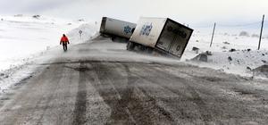 Ardahan'daki kar ulaşımı aksattı