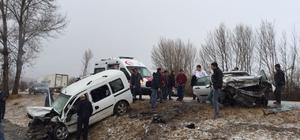 Tokat'ta hafif ticari araçla otomobil çarpıştı: 2 ölü, 3 yaralı