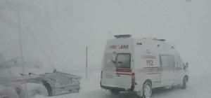Kar yağdı araçlar yoldan çıktı