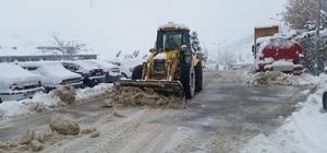 Çelikhan Belediyesi kar ile mücadele ediyor