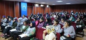 """""""Bilgili, Çalışkan ve Erdemli Gençlik"""" seminerleri ile gençler öğreniyor"""