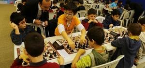 Ümraniye'de genç beyinler satranç turnuvasında yarıştı