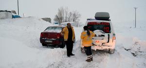 Kar nedeniyle 7 saat sonra hastaneye ulaştırıldılar