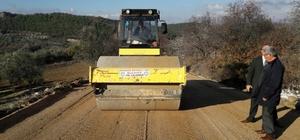 Kırkağaç-Akhisar yolunda asfalt çalışması