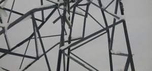Siirt'te fırtına elektrik direklerini yıktı