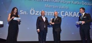 Vali Çakacak'a 'Demokrasiye Katkı Ödülü'