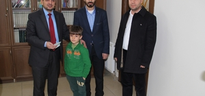 Doğum günü harcamalarını Halep'e bağışladı