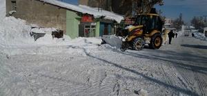 Hamur'da karla mücadele çalışması