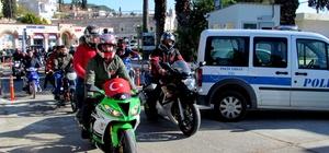 Çeşmeli motosiklet tutkunları, polis ve askeri ziyaret etti