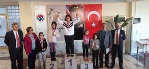 Çeşme'de satranç turnuvalarına yoğun ilgi