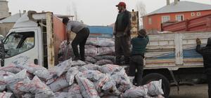 Başkale'de 6 bin 500 aileye kömür yardımı