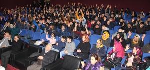 İşitime engelliler sessiz sinema izledi