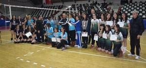 Genç Kızlar Voleybolda Turgut Özal Anadolu Lisesi 1.oldu