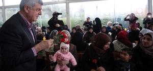 Başkan Karaosmanoğlu, Suriyeli mültecileri ziyaret etti