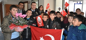 Öğrencilerden polise moral ziyareti