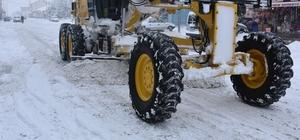 Eskil İlçe Belediyesi kar temizleme çalışmalarını sürdürüyor