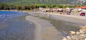 Akyaka Sahili'nde deniz suyu 20 metre çekildi