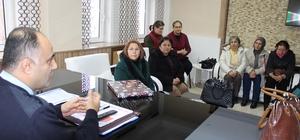 Dinar'da kadınlardan asker ve polise ziyaret
