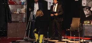 Elazığ'da 'Ölüm Öpücüğü' tiyatro oyunu sahnelendi