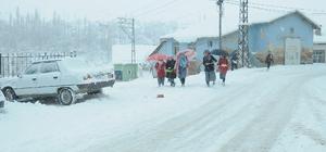 Çelikhan'da kar nedeniyle okullar tatil edildi