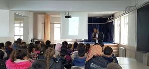 Öğrencilere sosyal proje bilgilendirmesi