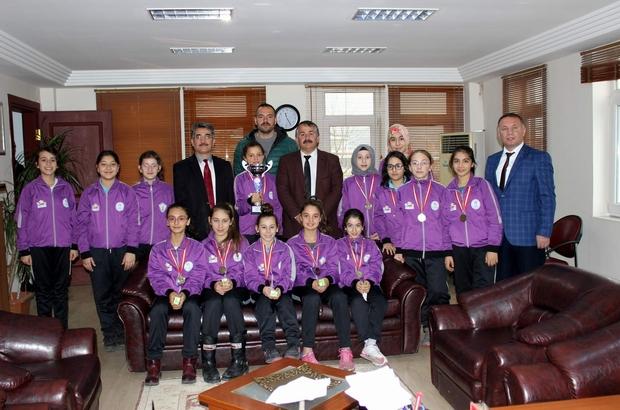 Arifiye'nin hentbol yıldızlarından Başkan Karakullukçu'ya ziyaret