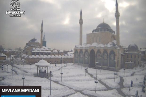 Konya'daki kar manzarası şehir kameraları ile izleniyor