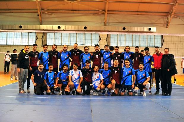 Adana BTÜ Voleybol Takımı üniversitelerarası turnuvada