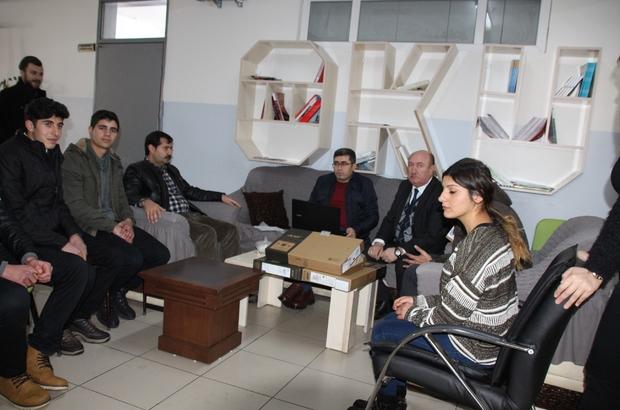 Kaymakam Çetin'den başarılı öğrencilere bilgisayar