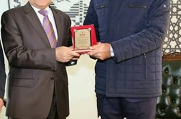 Başkan Büyükkılıç'a Gürpınar İlkokulu'ndan teşekkür plaketi