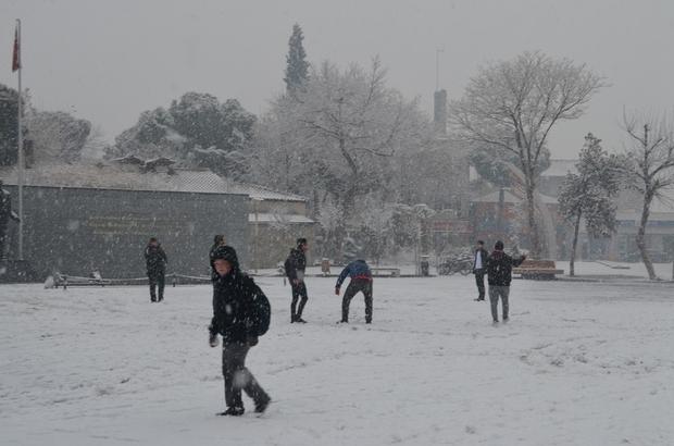 Kula'da kar yağışı