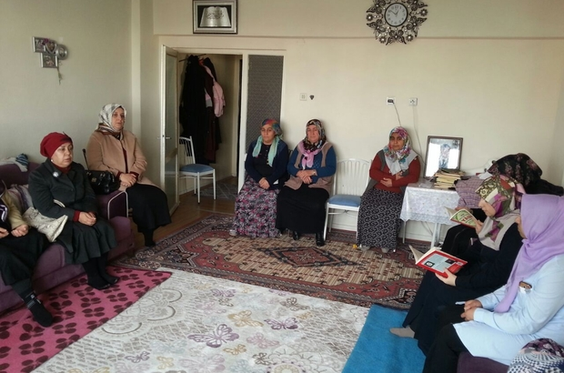 Vali Kamçı'nın eşi şehit ailelerini ziyaret etti