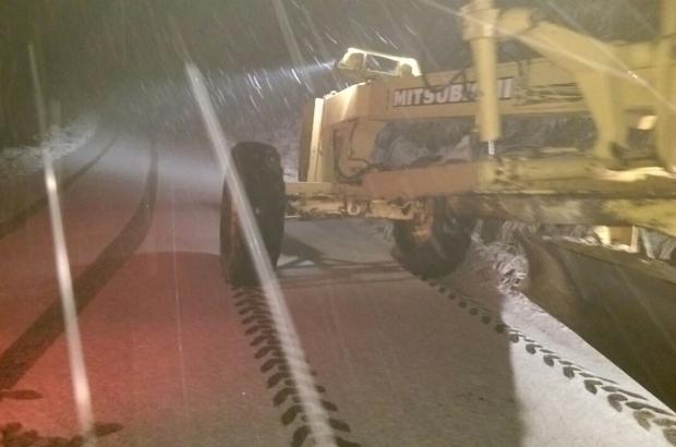 Alaşehir Belediyesi karla mücadele ediyor