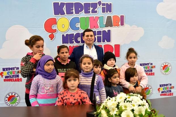 Tütüncü'den Suriyeli çocuklara yeni yıl hediyesi