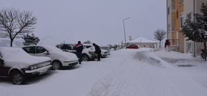 Dursunbey'de kar yağışı hayatı olumsuz etkiledi