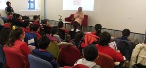 Beyoğlu'nda Kırmızı Sedir Söyleşileri'ne yoğun ilgi