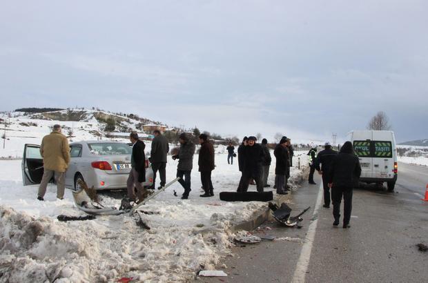Öğrenci servisi ile otomobil çarpıştı: 13 yaralı