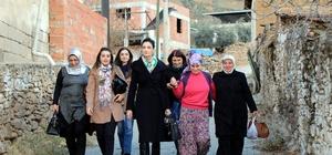 AK kadınlar yaşlı karı kocayı evlerinde ziyaret etti