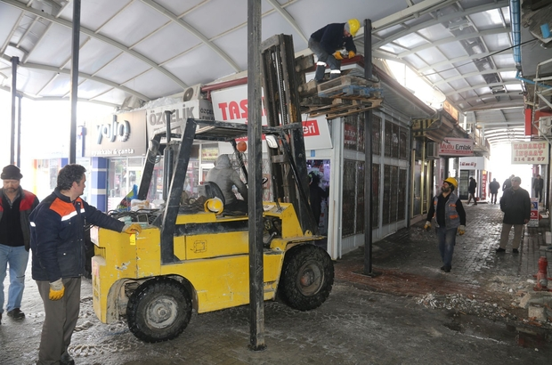Belediye, bedesten çarşısının çatısını onarmaya başladı