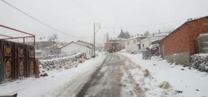 Manisa'da karla mücadele sürüyor