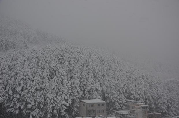 Uludağ'da kar ve tipi etkili oluyor