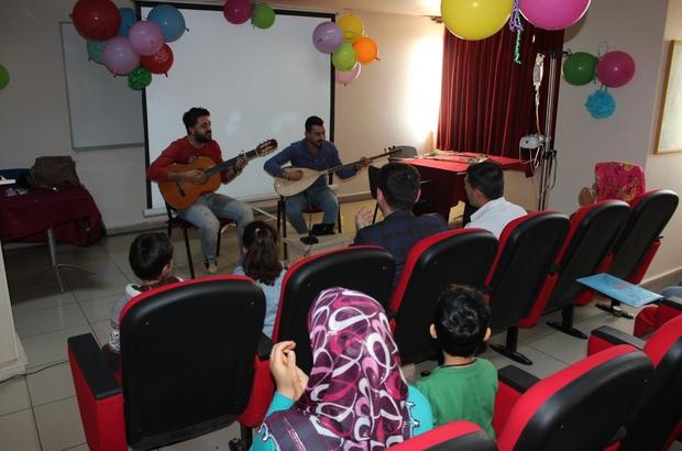 Diyarbakır'da hasta çocuklara yeni yıl sürprizi