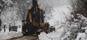 Akyazı'da kar mücadelesi sürüyor