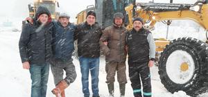 Karda mahsur kalan çobanlar kurtarıldı