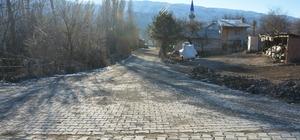 Koyulhisar'da parke taşı döşeme çalışmaları