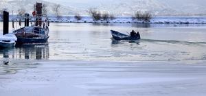 Eğirdir Gölü kısmen buz tuttu