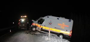 Yozgat'ta ambulans iş makinesine çarptı: 2 yaralı