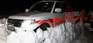 Kar nedeniyle mahsur kalan sağlık çalışanları kurtarıldı