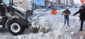 Eskil'de belediyenin karla mücadelesi sürüyor